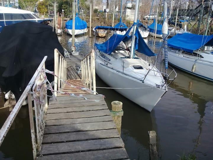 """KIWI"" Hospedaje en velero, opción a navegación"