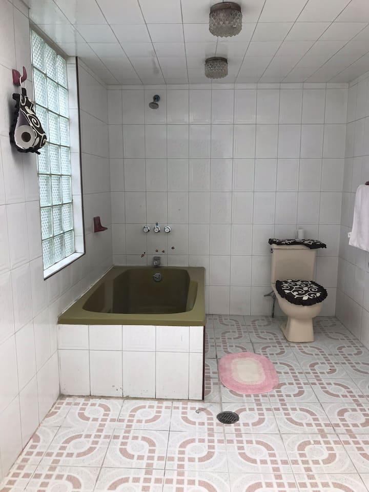 Habitación cómoda con excelente ubicación