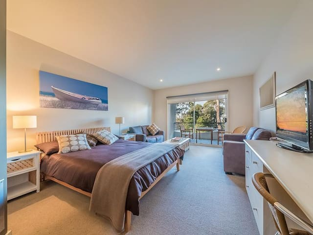 Cozy affordable only  mins from Beach - 216 Waves