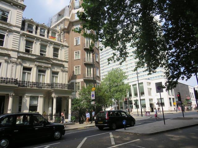 Prime Location Bas. 1-Bedroom Flat London HydePark