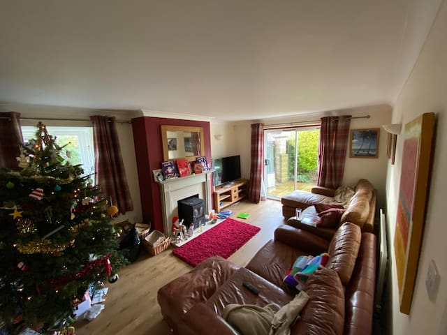 Lovely 4 bedroom house in a small english village