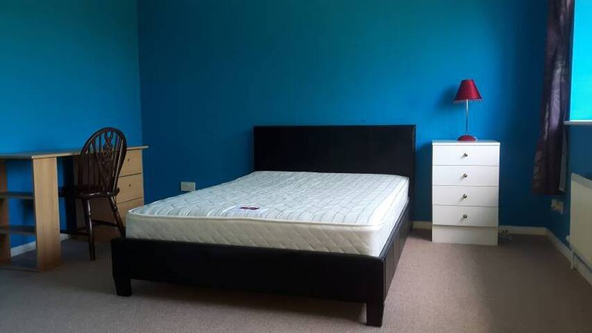 Double room in rural location Monk Fryston