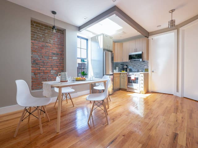 Stylish 2BR apartment 6 min walk to the F&G trains