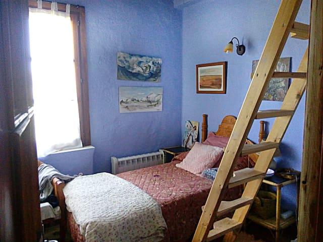 Habitación en casa ecológica, matrimonio + 1