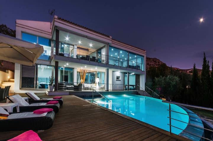 Villa Ses Oliveres - Ultra Stylish Villa with Pool