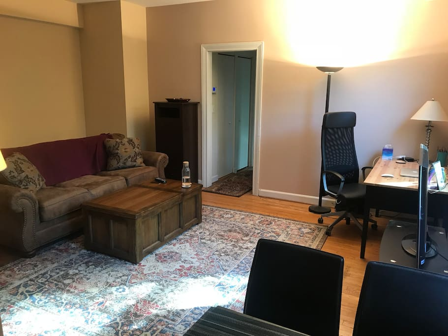 Extra living room pic (just to give you a better feel of the layout)