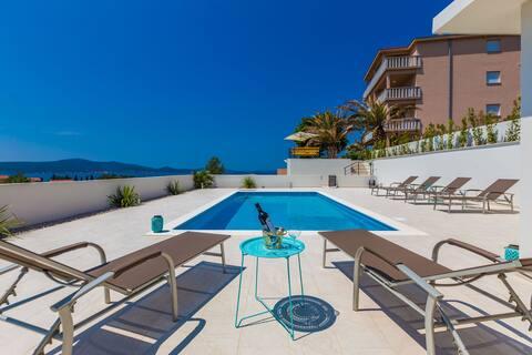 Deluxe studio 4 in Villa Ria**** with pool