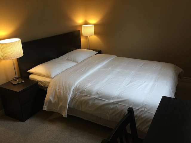 B04 Cozy Private Room Near Fairview Mall