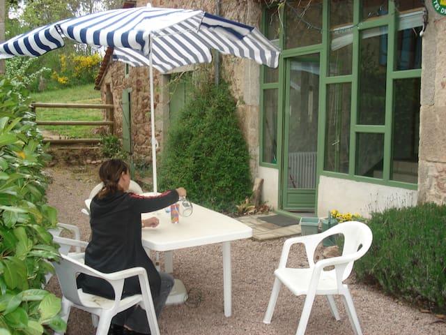 Gites de la Croix Asnier - Châtel-Montagne - House