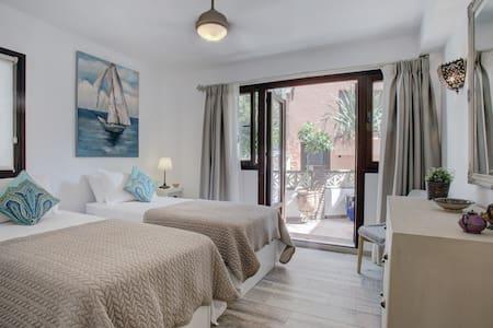 Casa Ella | Boutique B&B Bolonia RM - Benahavís - Bed & Breakfast