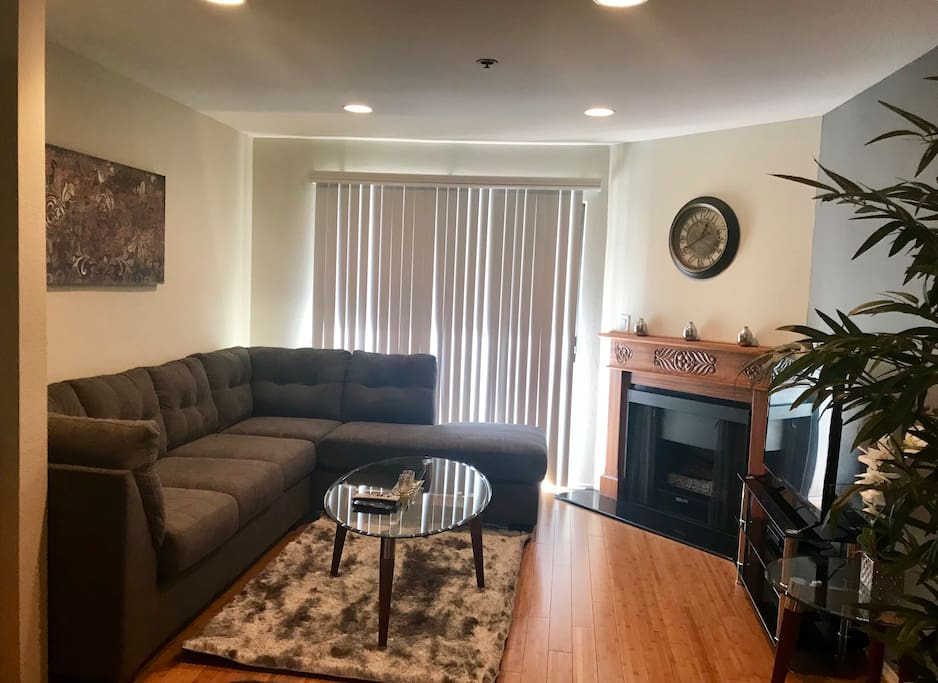 1 Bedroom Apartment W Large Patio In Westwood Apartments For Rent In Los Angeles California