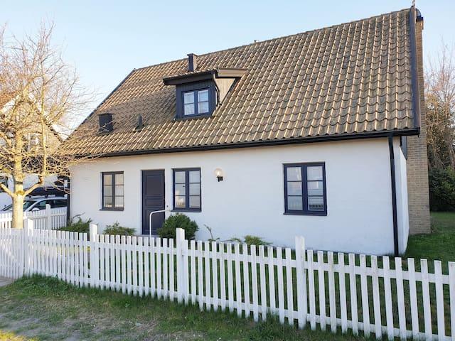 Villa Almlyckan mitt i Falsterbo