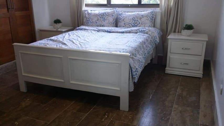 Dirmitorio 1 cama doble aire acondicionado