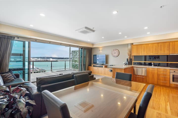QV Upscale Waterfront Apt with Wifi - 946