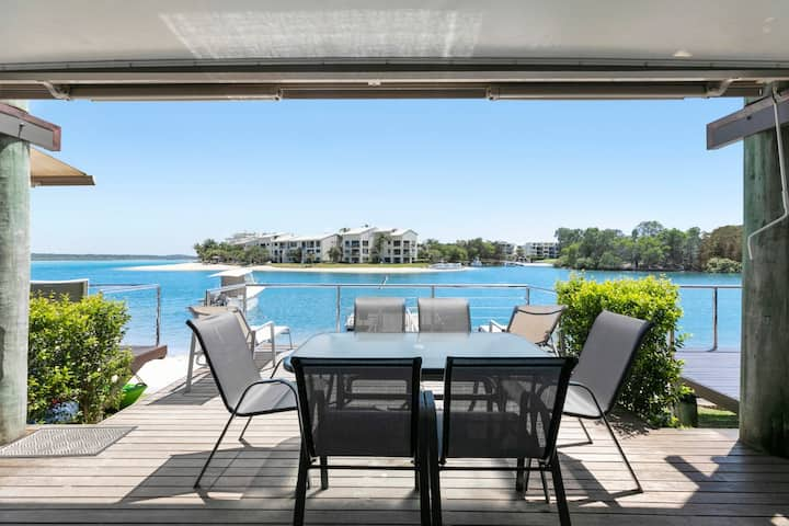 Absolute Water Frontage on Noosa River!