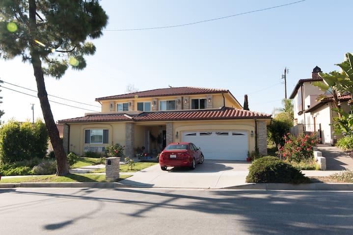 4.-Mansion in exclusive beach area of LA