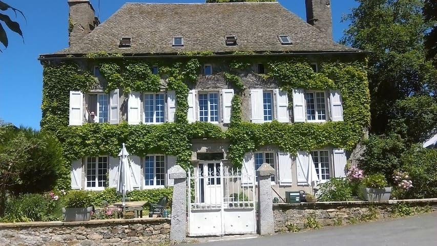 Séjour à la ferme chez l'habitant/petit déj'inclus - Chaudes-Aigues - Casa