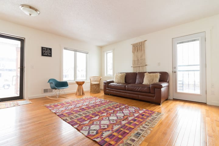 Beautiful home minutes from downtown Minneapolis!