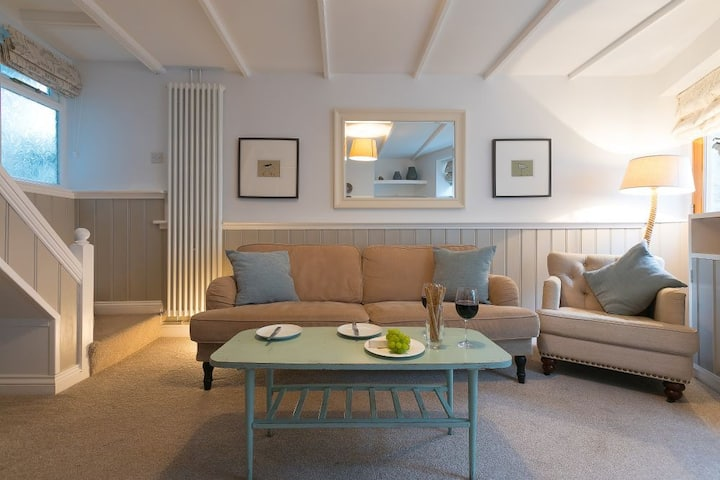 Bookend Cottage, St Ives Town Centre - Sleeps 4