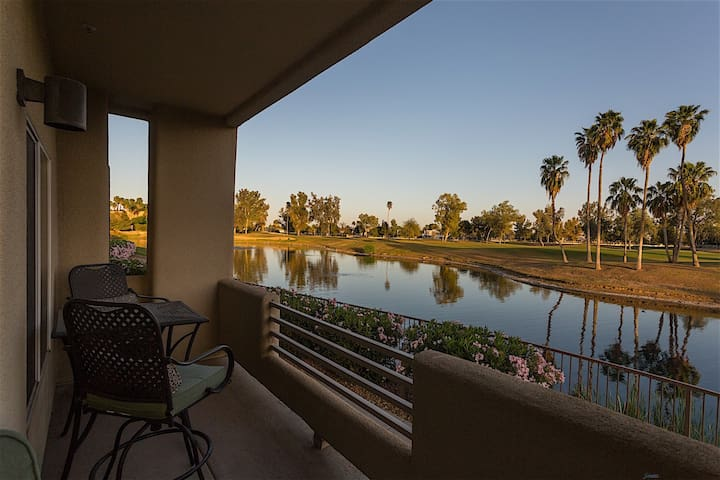 Arrowhead Golf Condo Spectacular 2 BR Condo/ COM Pool/Jacuzzi/Golf