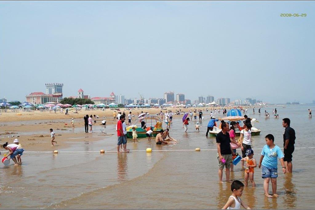 细腻的沙滩,炎热中的享受