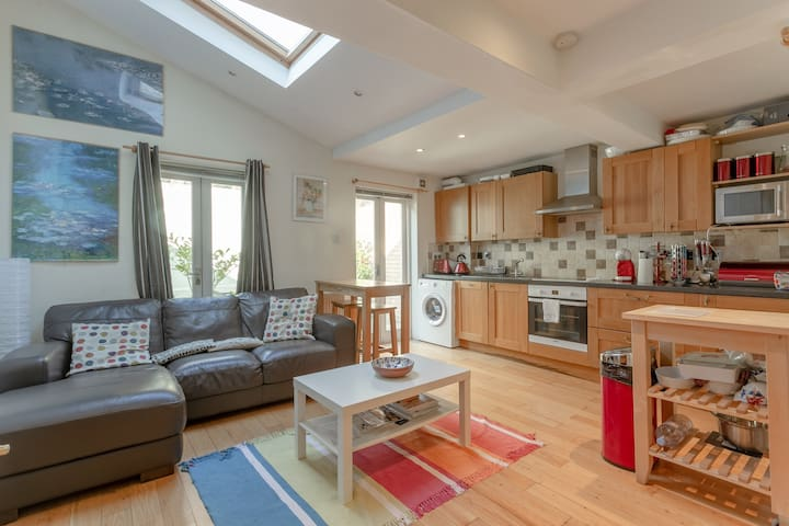 Lovely Spacious Central 1 Bed Flat