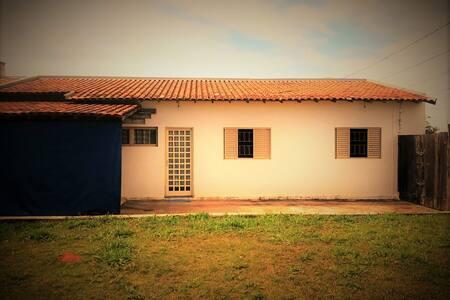 Casa charmosa/reformada! Amplo quintal e mto amor! - São Carlos