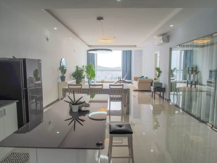 FABULOUS FULLY FURNISHED SEASIDE 3 BR APARTMENT!