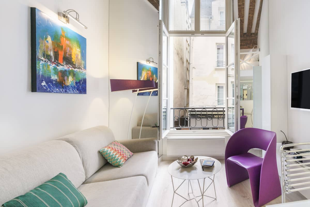 Cool, Contemporary Duplex in Le Marais, - Corona Safe -