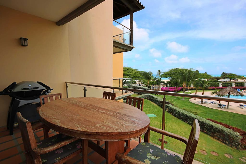 The main balcony with 6-seat dinning table & BBQ-grill