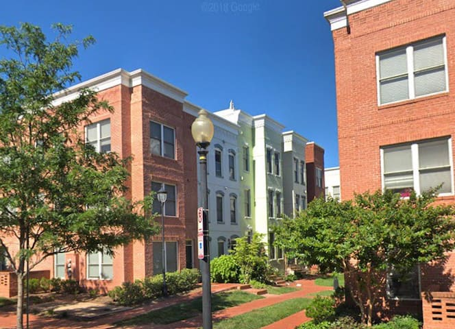 New Townhome in Heart of Capitol Hill/Navy Yard!