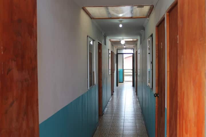 Habitación privada hasta 3/p admite 1 noche