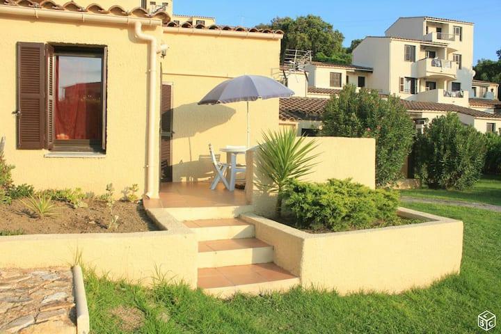 Studio a Porticcio avec terrasse vue mer