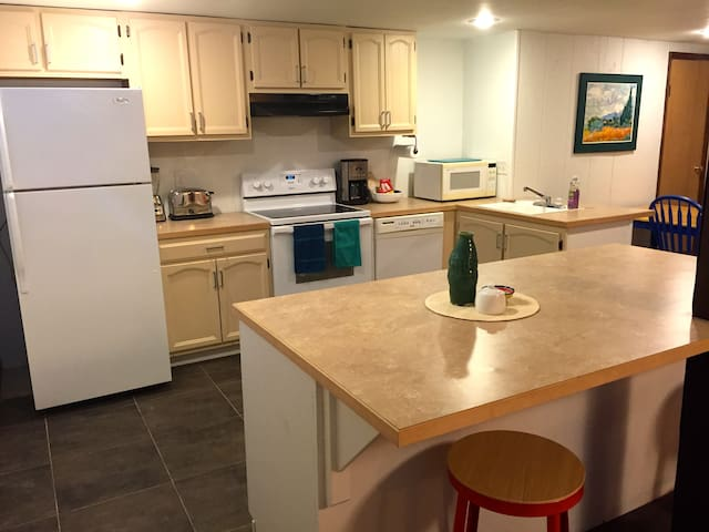 Spacious Midtown Apartment - Bozeman - Huoneisto