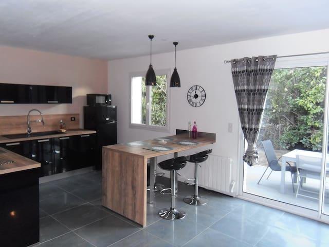 Charmante Maison neuve, proche ST REMY DE PROVENCE - Plan-d'Orgon - Huis