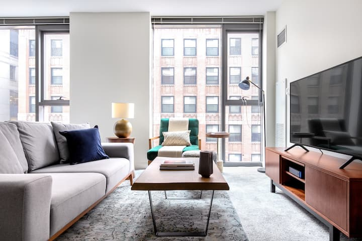 Gorgeous Loop 1BR w/ Pool, Gym, nr. Financial District, by Blueground