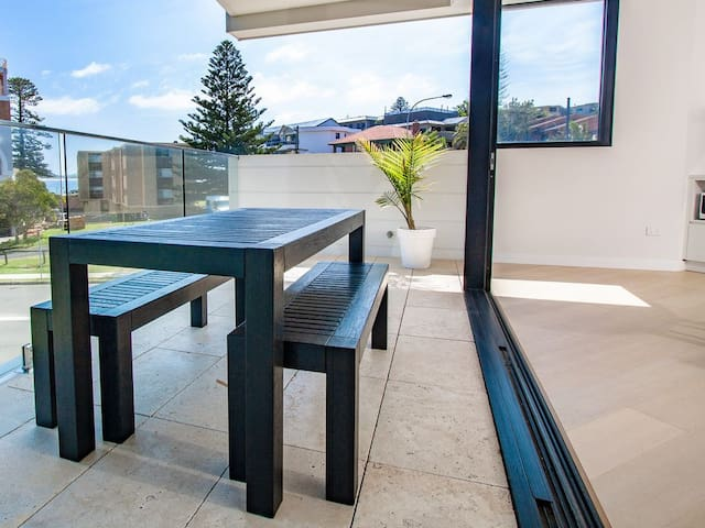 Modern Apartment with water views in Terrigal