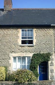 Central Stone Cottage, Pretty Town - Casa