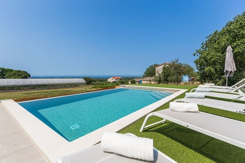 Apartment Ornela with pool and panoramic seaview