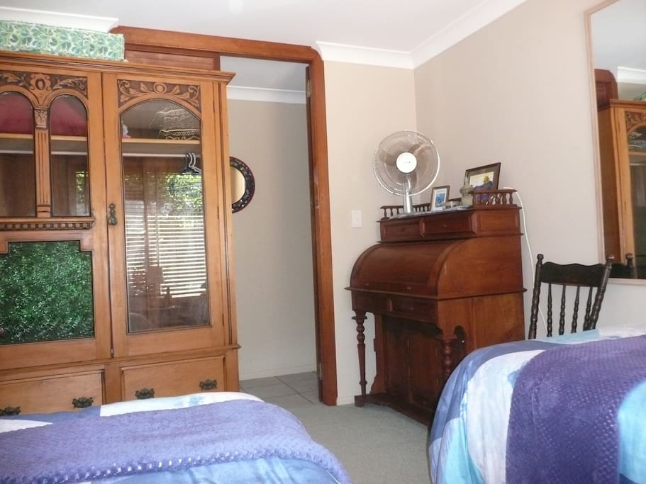 Single bedroom with desk and wardrobe.