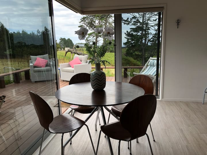 Egmont Cottage - rural getaway very close to town