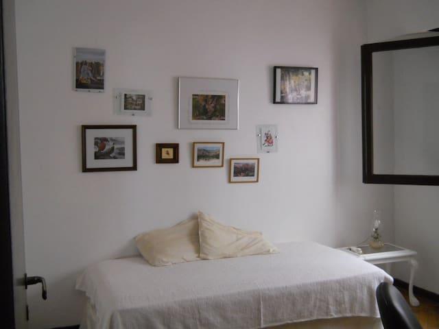 Cómoda habitación en barrio encantador