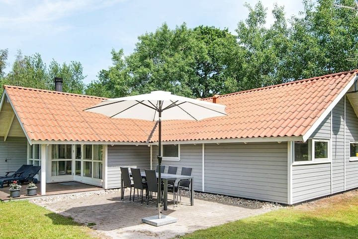 Homely Holiday Home in Juelsminde near Sea