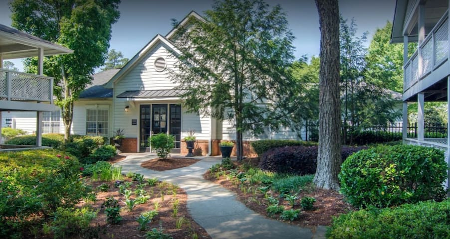 Private Bedroom and Bath , Dunwoody!