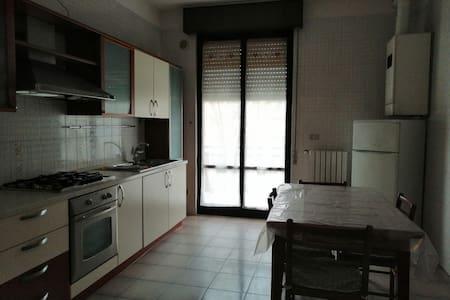 Appartamento in affitto (150mq) - Zona centrale