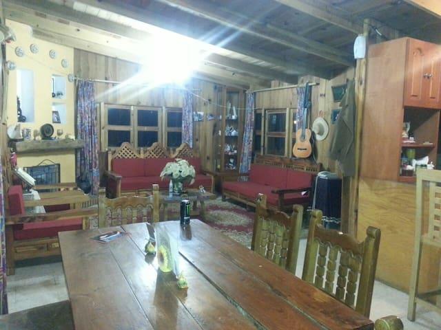 Cabaña rústica de madera