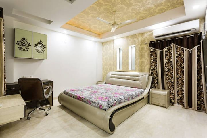 4 Bed Stylish Apartment Home in Delhi NCR - New Delhi - Appartement