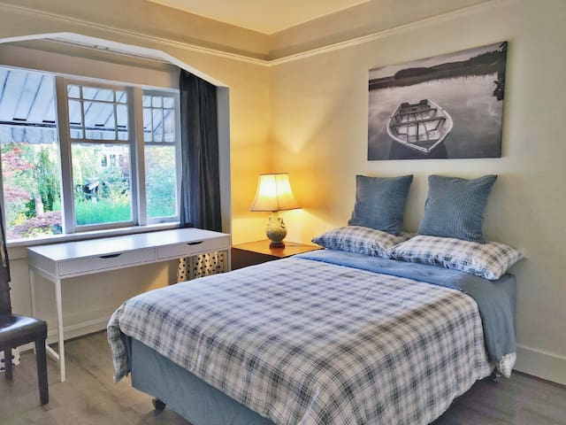 Cozy quiet room3 with private bath 8min-UBC by bus