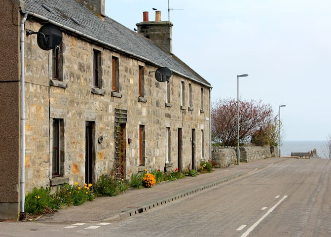 YOUR OWN HIGHLAND HOME - A COSY STONE COTTAGE - Brora - Dom