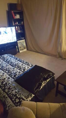 Marietta Shut Off Living Room Getaway w/ Hulu
